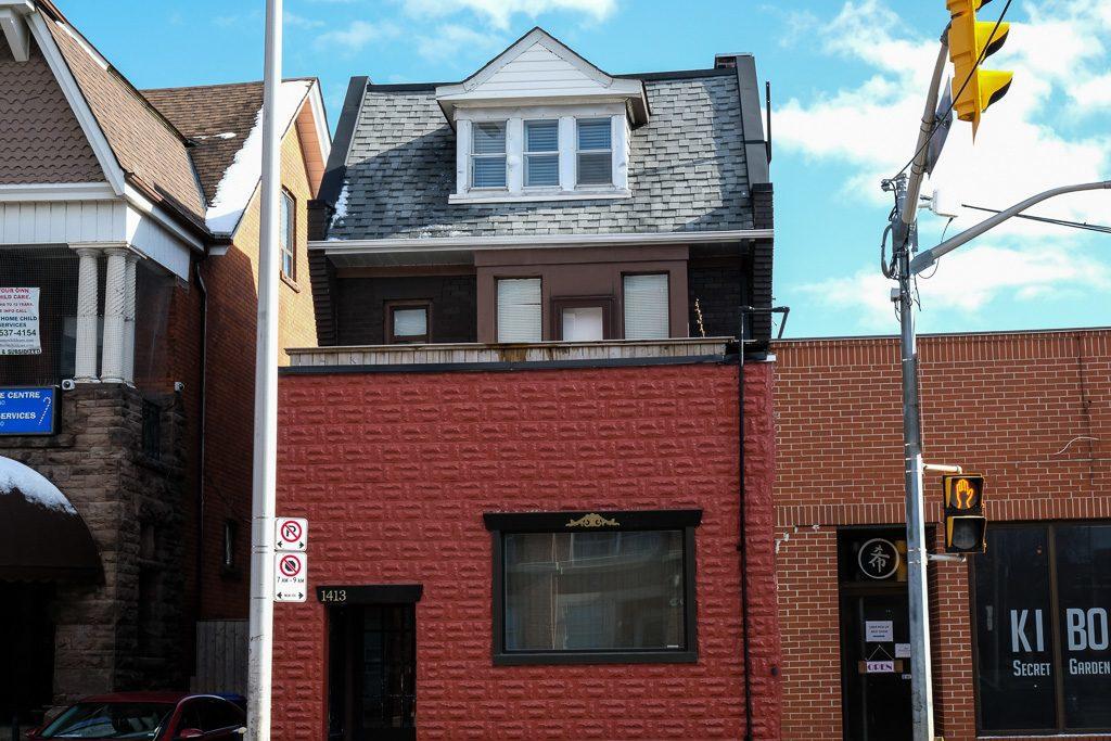 Apartment building Dufferin Grove